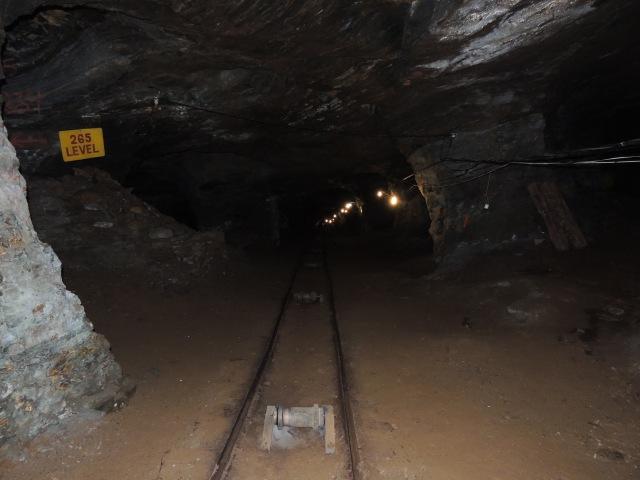 Interior da mina da passagem